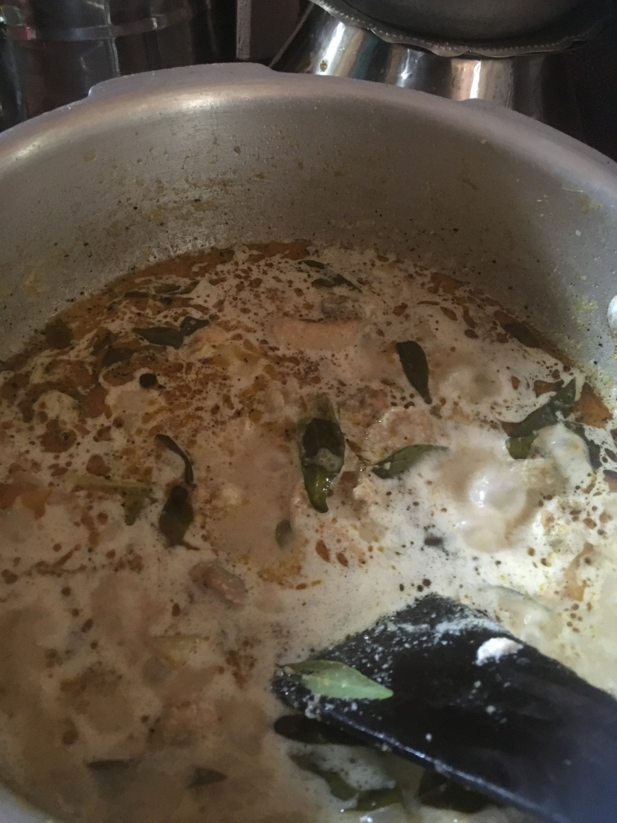 Moms Chicken Curry / White Chicken Curry / Vellai Chicken Curry/White chicken kurma